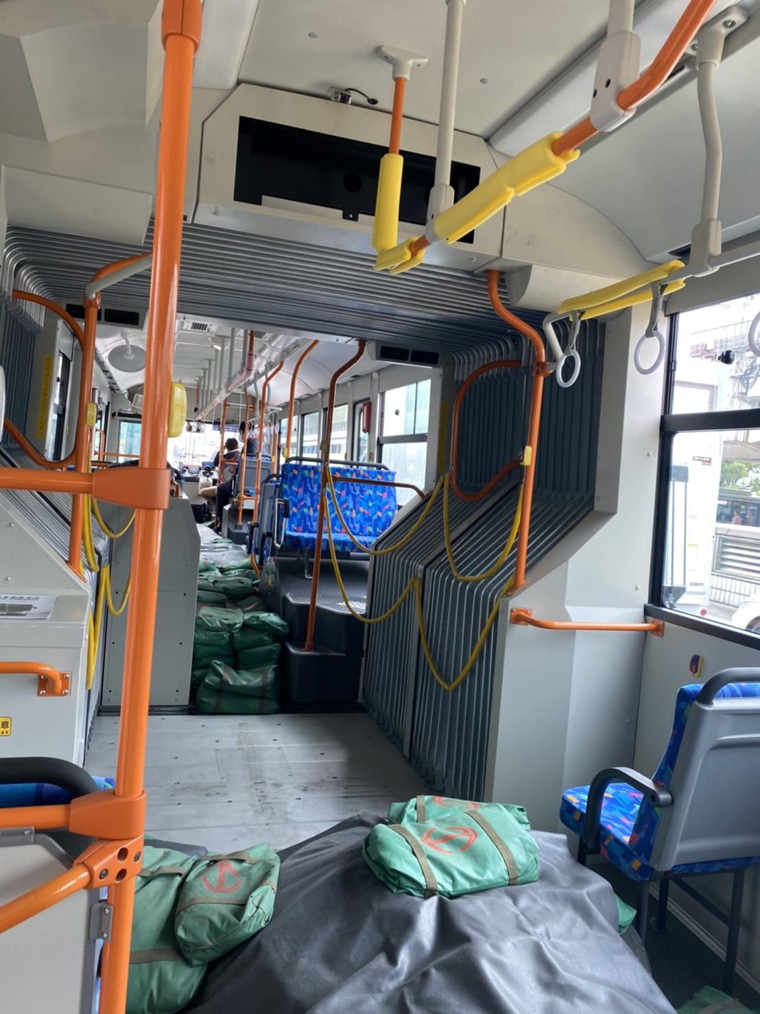連節バス内部